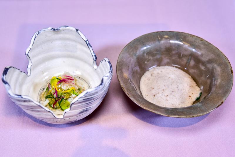 草庵秋桜 -料理-先付「自然薯の法蓮草和え」と「渡り蟹の菊花ジュレかけ」
